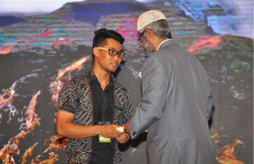 Seorang Lagi Diislamkan Oleh Dr Zakir Naik Di UTeM, Melaka