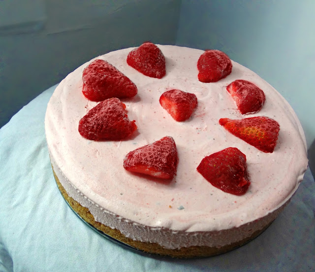 Frozen Strawberry Yogurt Pie
