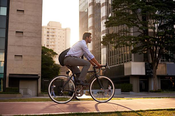 Estudio confirma que ir a trabajar manejando bicicleta disminuye el estrés