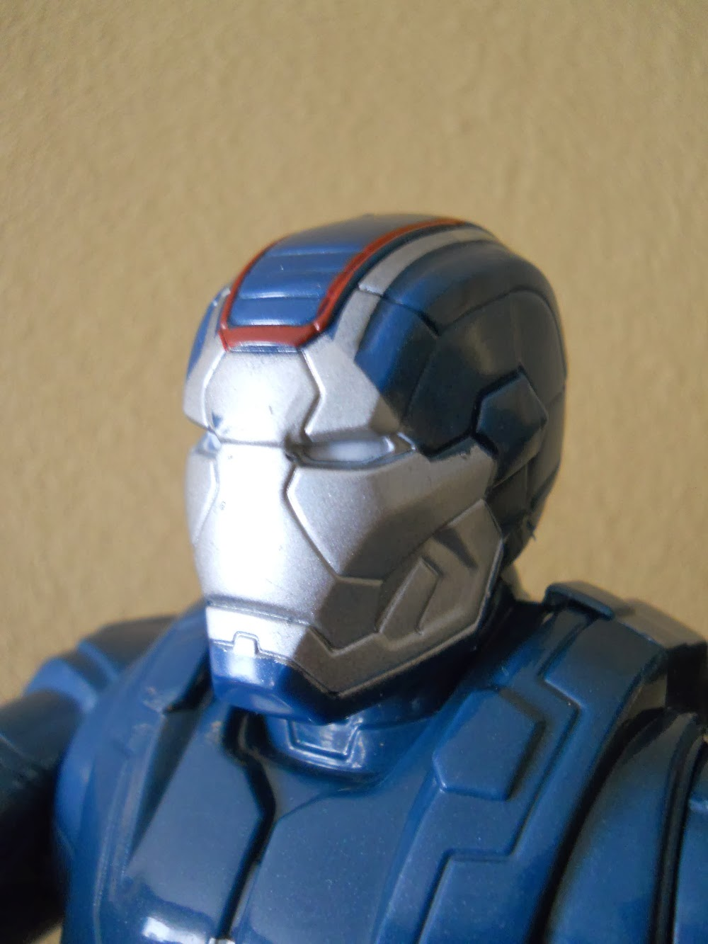 figura a escala de Iron Patriot