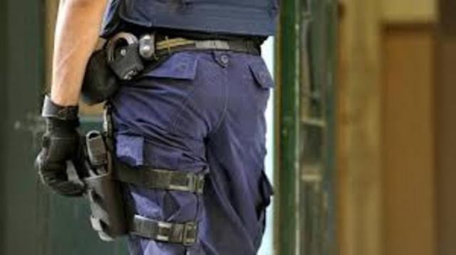 Συναγερμός στο κέντρο της Αθήνας: Αστυνομικοί βρήκαν ολόκληρο ΟΠΛΟΣΤΑΣΙΟ μετά από έφοδο σε σπίτι 50χρονου!