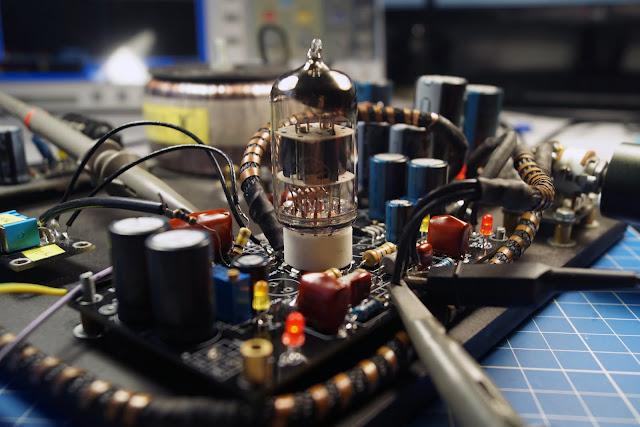 Ламповый предварительный усилитель напряжения на лампе 6Н1П с источником тока в аноде