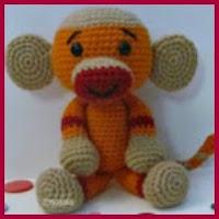 Mono a crochet de colores
