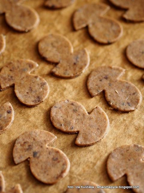 ciasteczka z grzybami, ciastka grzybowe, kruche grzyby, ciastka wytrawne, krakersy o smaku grzybowym, do schrupania, przekaska do piwa, ciasteczka imprezowe, domowe chrupadelka, chrupadelko, grzyby lesne
