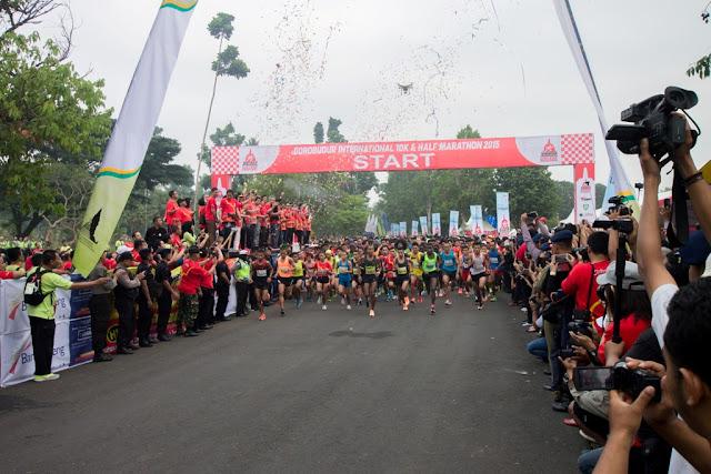 suasana mulai lari Half Marathon 2015