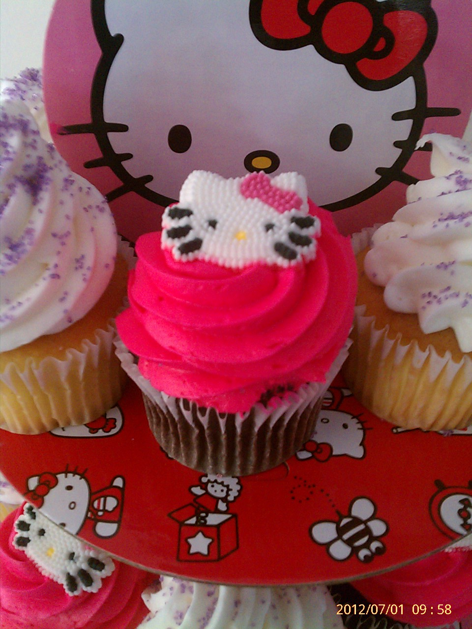 Creative Cakes Hello Kitty Cake And Cupcakes