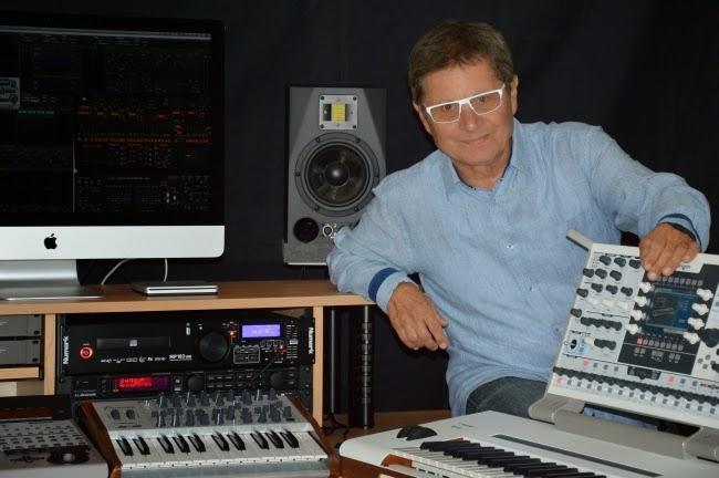 Zanov con el Arturia Origin Keyboard, el Arturia MiniBrute SE y otros equipos en su estudio privado de L'Isle d'Abeau en 2014