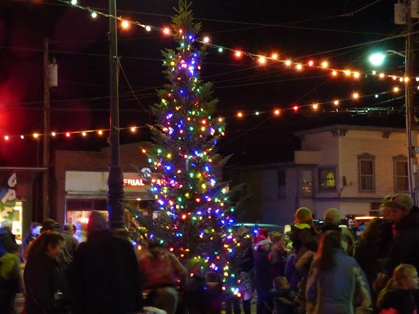 Holiday Activity-Farmington Holiday Tree Lighting Ceremony December 1st