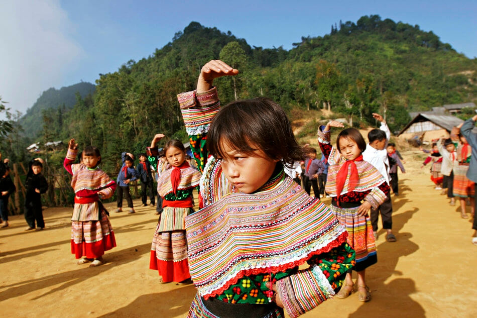 55 Stunning Photographs Of Girls Going To School In Different Countries - Vietnam