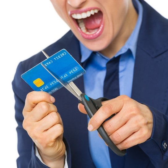 Principles to Follow to Avoid Credit Card Debt During the Holiday Seasons