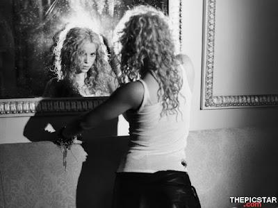 صور، إغراء، المغنية، شاكيرا، Shakira، ساخنة، عارية، مثيرة، تيشيرت