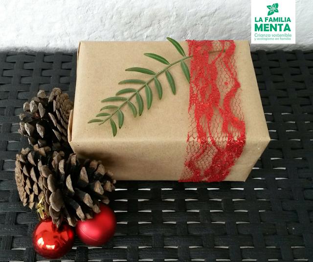Una navidad (un poco más) sostenible III: Ideas para envolver regalos. Papel reciclado