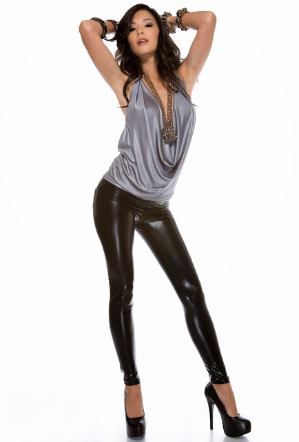 Hot babe in leggings