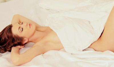 Dampak tidur tanpa celana dalam