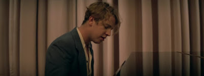 Tom Odell Premieres 'Silhouette' Video