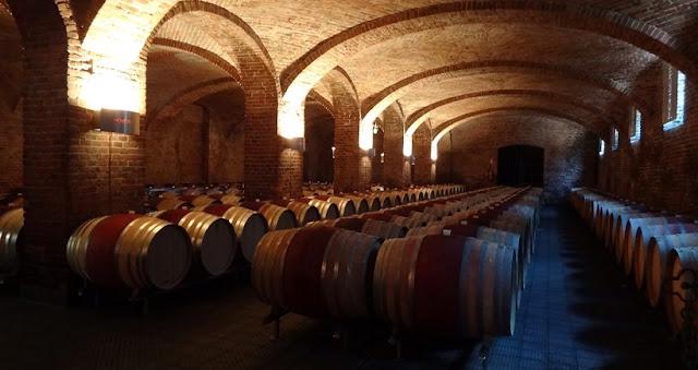 Interior da vinícola Ceretto