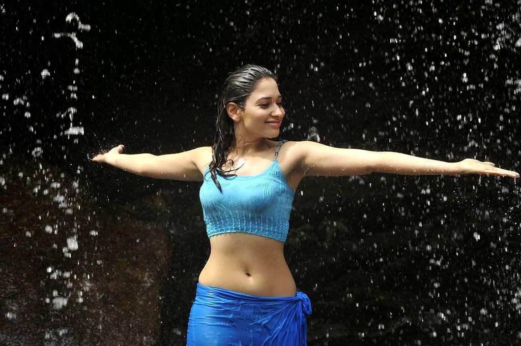 In Saree Tamanna In Himmatwala: Actress Tamanna Hot Spicy Navel Show Pics In Wet Dress