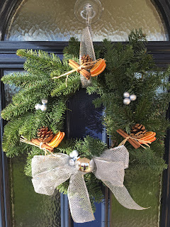 Finished wreath having on a door