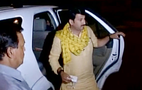 attack-on- manoj-tiwari-house-delhi