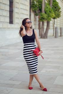 Cómo combinar un vestido de rayas