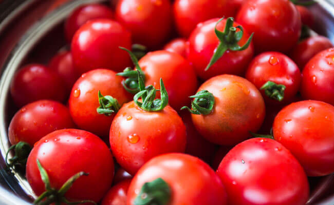 get rid of dark circles tomato
