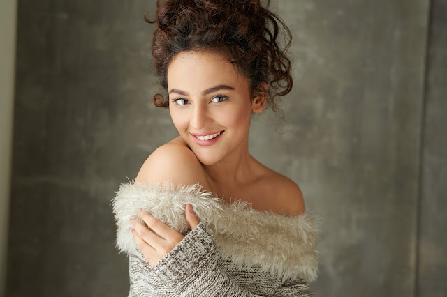 Actress seerat Kapoor latest hot photoshoot