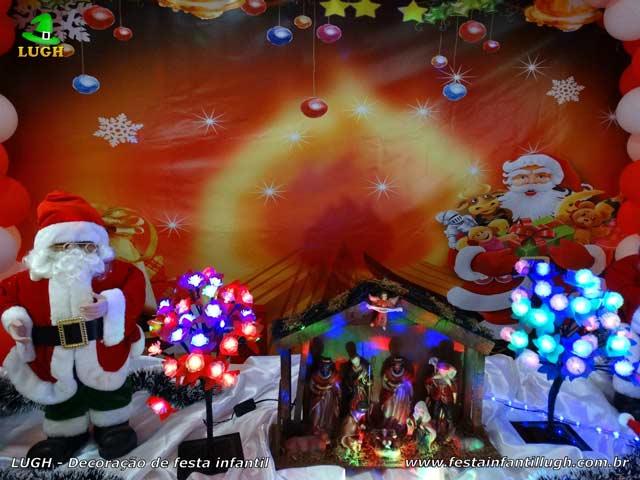 Mesa de aniversário ornamentada com tema Natalino