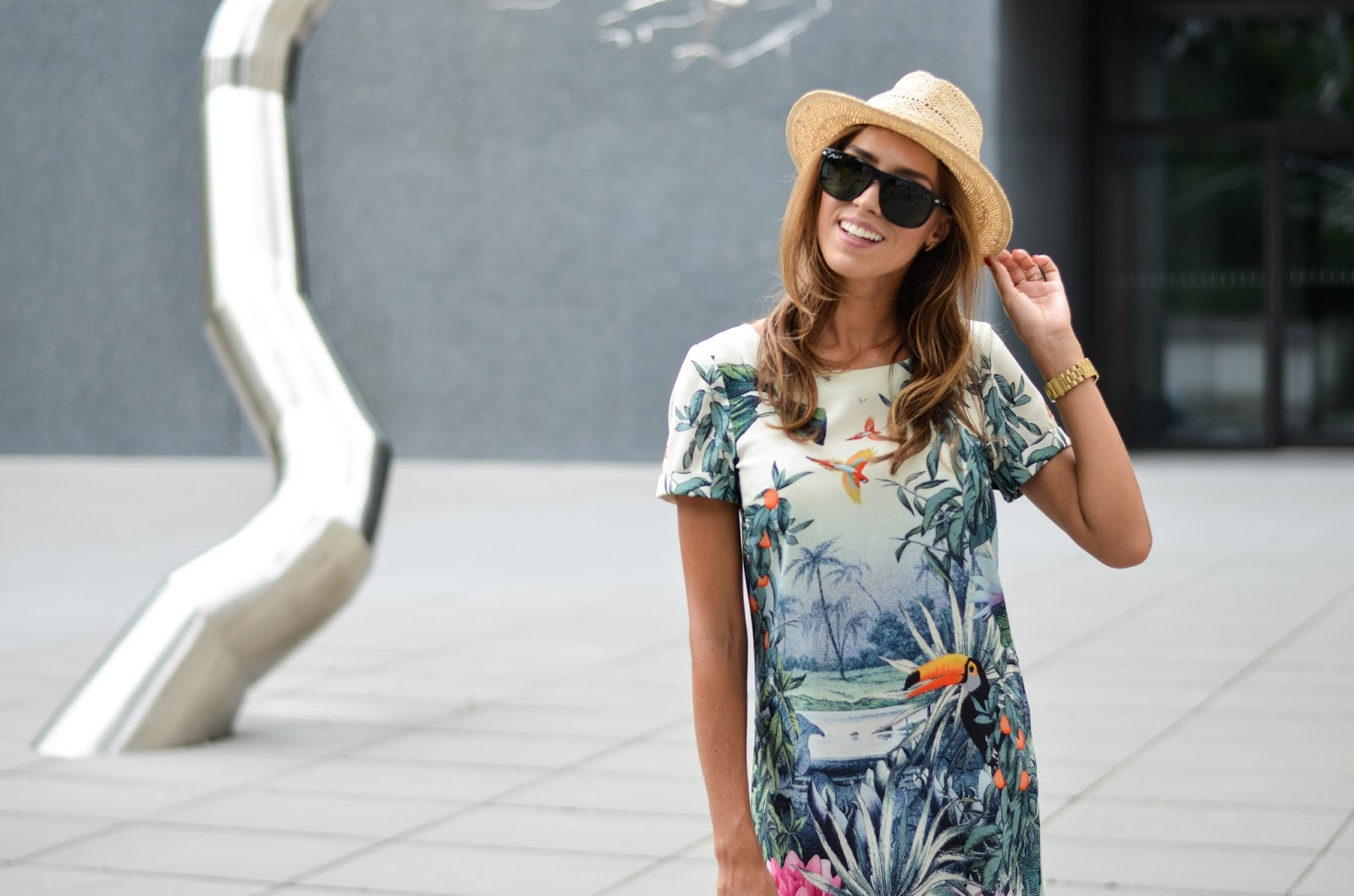 kristjaana mere printed shirt dress straw hat black sunglasses