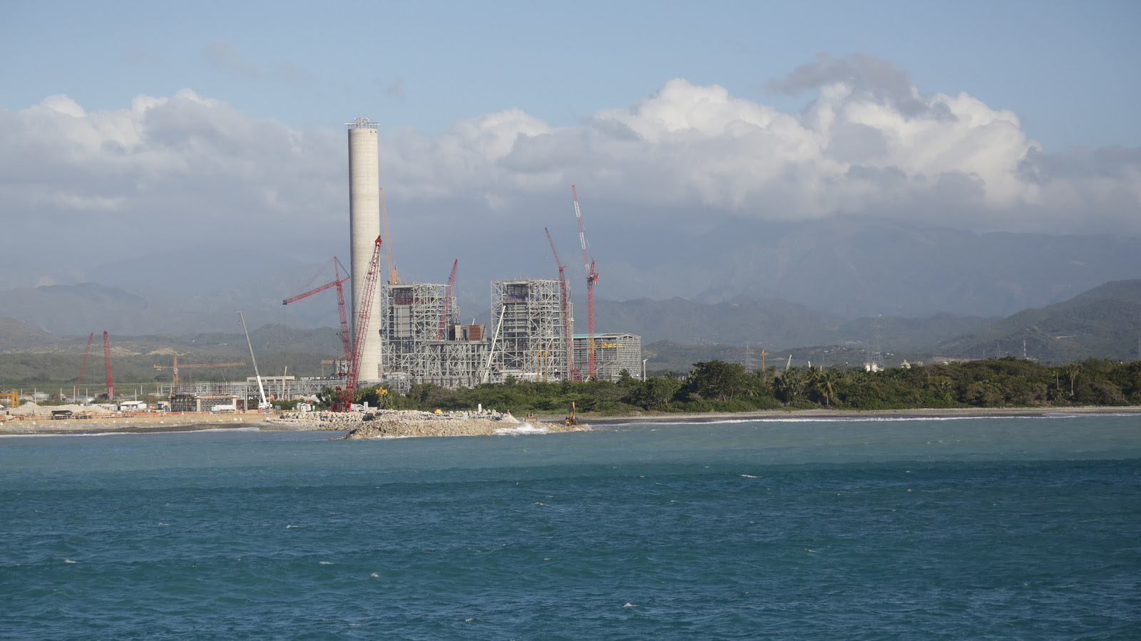 Comisión que investigó licitación de Punta Catalina presentará informe mañana