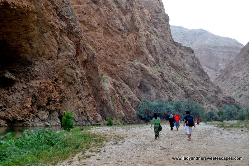 hiking to the natural pools of Wadi Shab