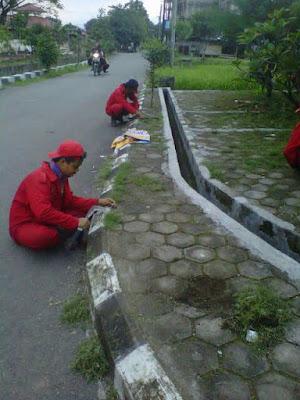Tim Bebersih Kelurahan Rancanumpang