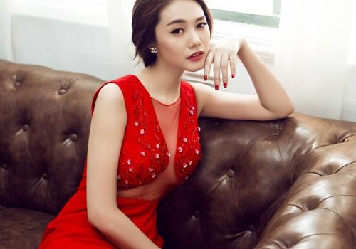 Girl Xinh Gợi Cảm Khoe Vòng 1 Quyến Rũ