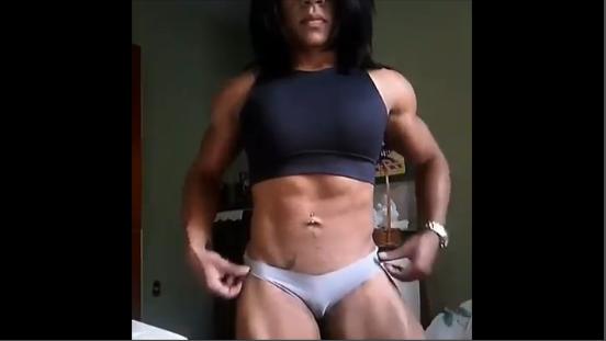 Video very strong women bodybuilder flexing