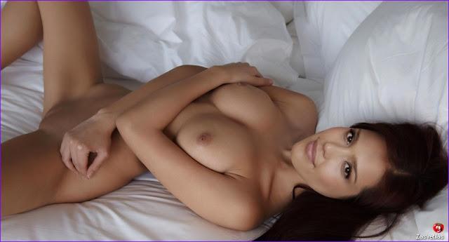 Джессика Альба голые сиськи