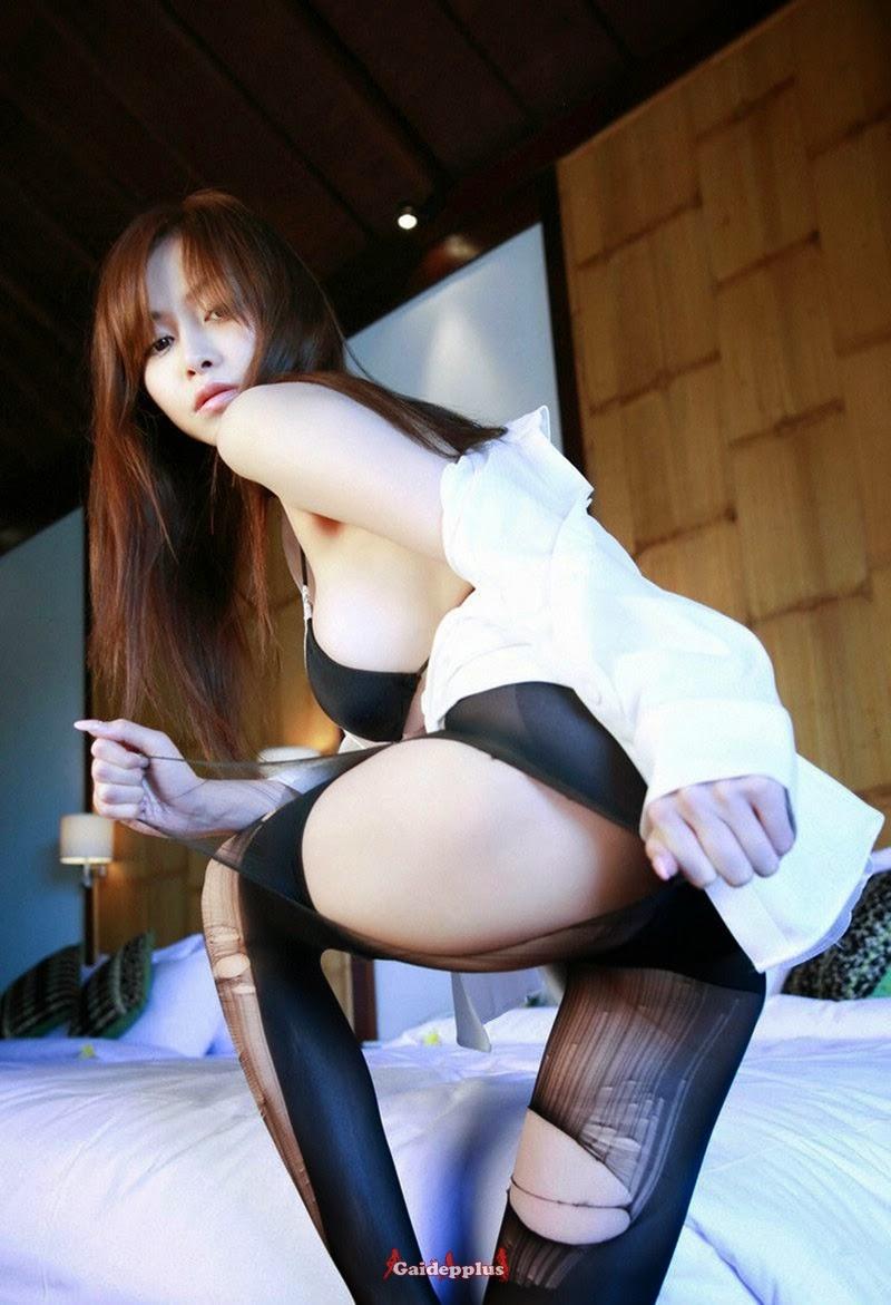 Japanese Beautiful Girl Showing Hot Body With Bikini -4461