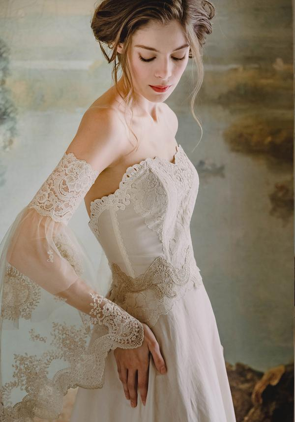Romantic Wedding Gown: A Beautiful Vintage-Inspired Strapless Dress.