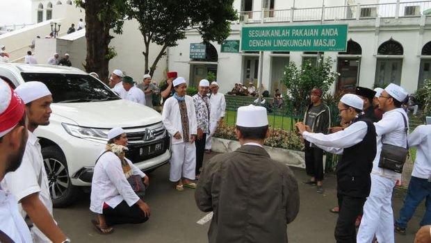 Aksi Bela Rohingya di Borobudur, Di Hadapan Seorang Polisi Tua, Laskar: Polri, Laknatullah 'Alaihim!