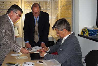Matasellando en la Inauguración Exposición filatélica 2016 en Mieres
