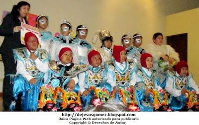 Foto de una agrupación de niños con trajes de la Diablada de Puno. Foto de Jesus Gómez