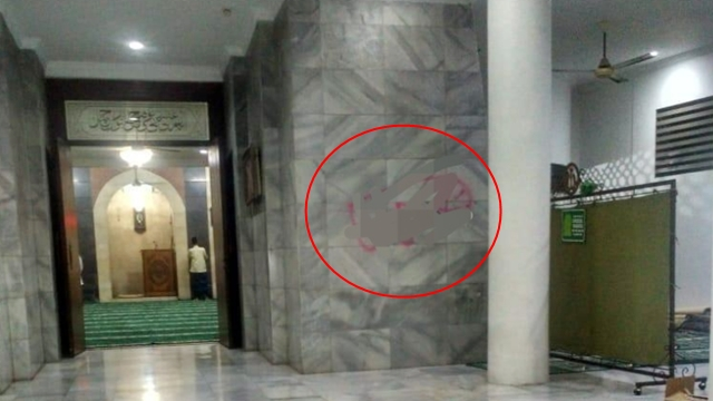 Parah, Masjid di Cilandak Dicorat-coret Gambar Kelamin
