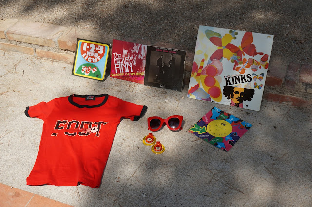 60s clear earrings 70s tee football kinks spencer davis group mickey finn 1910 fruitgumco ep lp