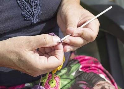 Manual de crochet y bordado para aprender desde cero