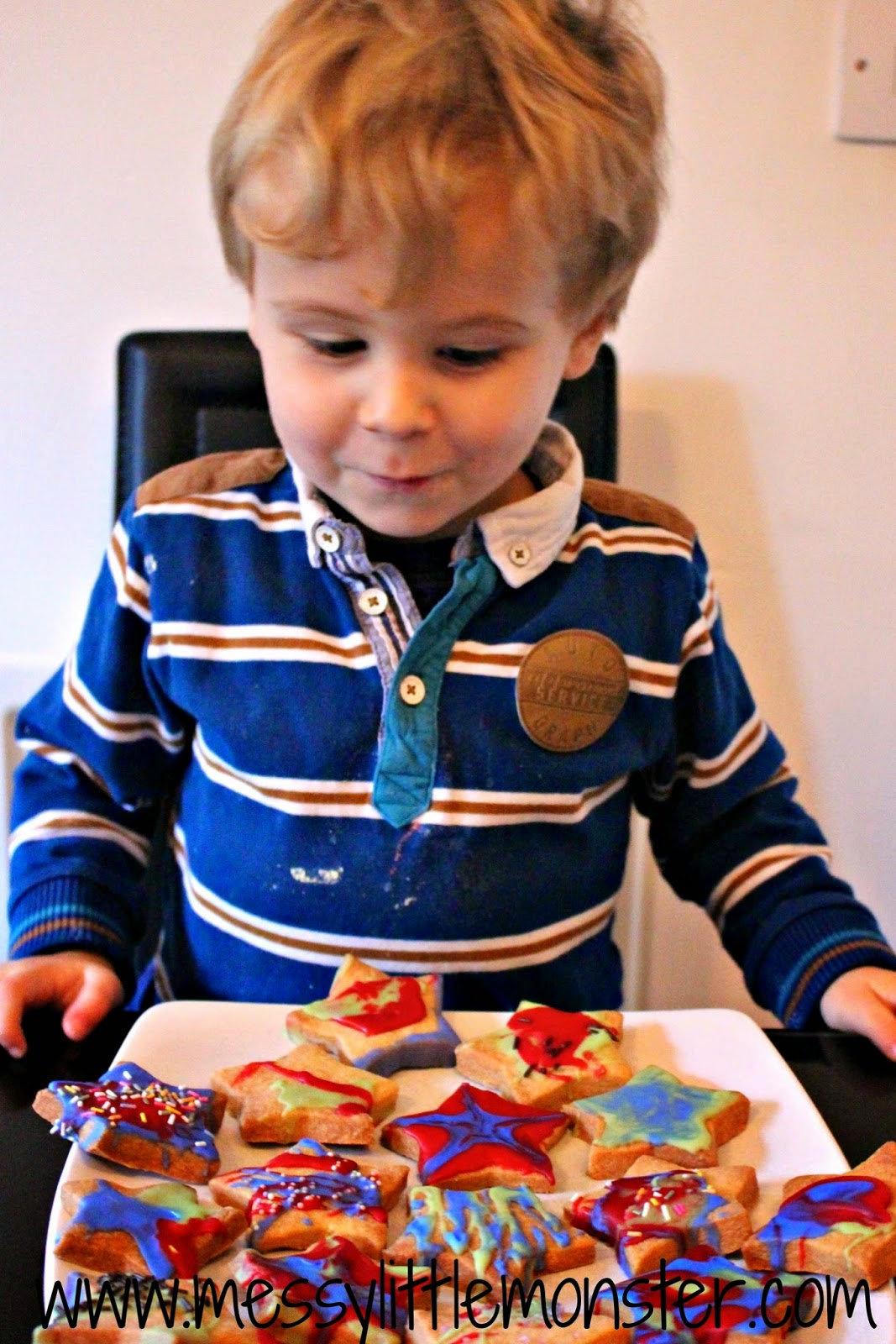 Easy baking for kids- firework biscuits made using a simple biscuit recipe decorated using coloured icing and sprinkles. Great for toddlers and preschoolers as well as older kids. a fun bonfire night, new years eve or birthday baking activity idea.