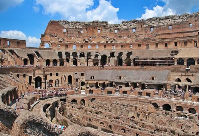 Interior Coliseo en Roma