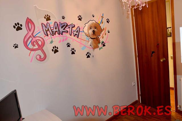 graffiti con el nombre de Marta