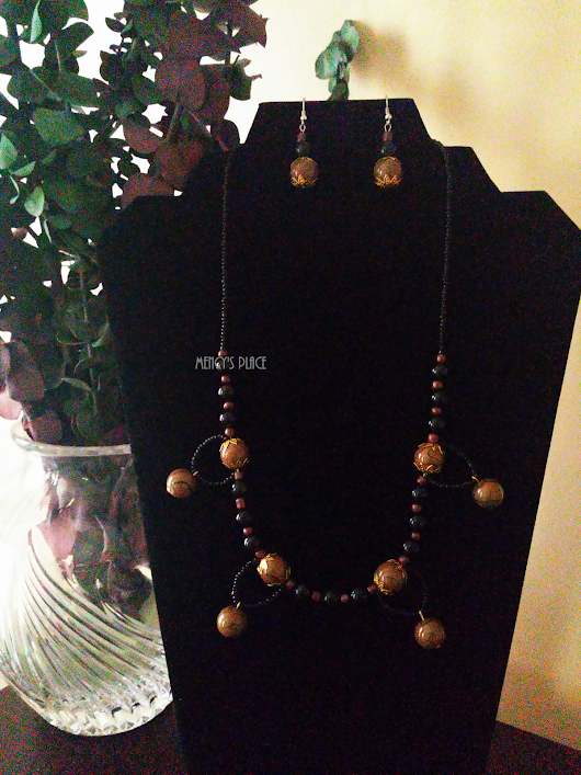 Reach out Glass Necklace Set