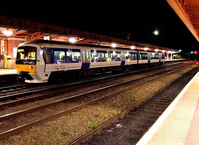 Night photo of Chiltern Railways Class 165 006 DMU stops at Leamington Spa railway station while en route to Banbury 2016