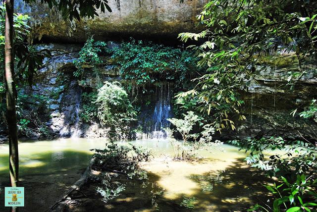 Paku Waterfall en Parque Nacional del Gunung Mulu (Borneo, Malaysia)