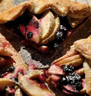 Sluoksniuotos tešlos pyragas su vyšniomis