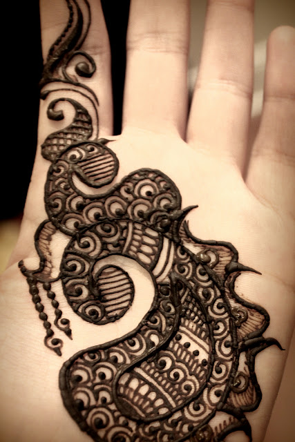 Simple Black Mehndi For Palm
